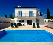 2 bedroom Villa with Pool near Pula, Sleeps 4