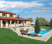 4 bedroom Istrian Villa with Pool near Kastelir, Sleeps 8-10