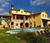 4 bedroom villa with pool in Istria. Sleeps 8-12
