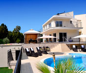 4 bedroom House with Pool and Tennis court, Sleeps 8-11