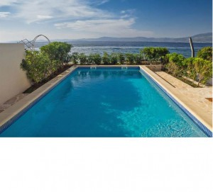 Discover Brac island from this beach front villa with pool sleeps 5