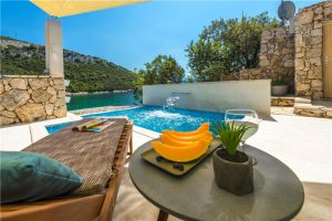 2 bed villa on secluded beach near Dubrovnik.
