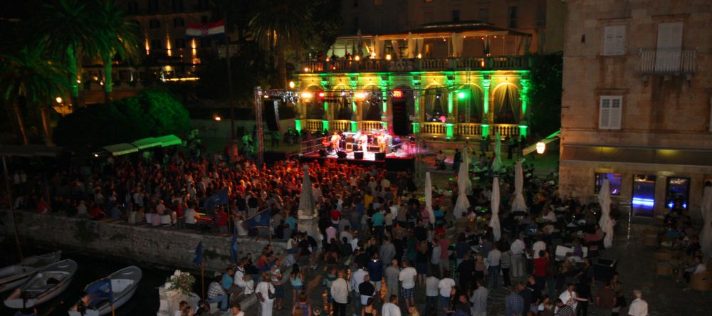 Hvar entertainment_100x444