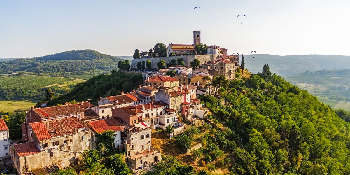 Panorama of Motovun, Istria - Croatia_1200x600