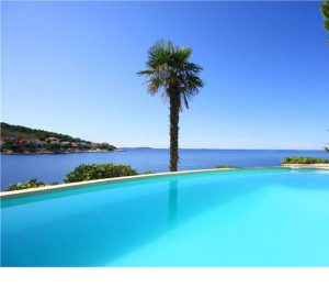 Beachfront Villa for 12 near Sibenik
