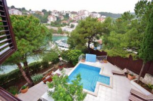 Apartments with shared pool near Trogir