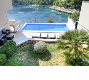 Villa with Pool for 9 in Razanj from £138/nt