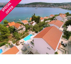 4 Bedroom Villa with Infinity Pool near Trogir