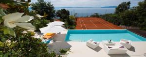 Villa with tennis court