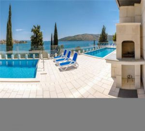 Ideal for Groups! Stunning Villa for 46-50 People near Trogir